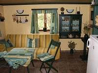 Obývací prostoro s TV - Chata U Čápa - k pronajmutí Hamr - Kosky