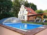 Chata s bazéném
