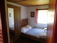 Pokoj s manželskou postelí - chata k pronájmu Zárybničná Lhota