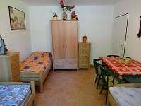 jeden z 3 - lůžkových pokojů