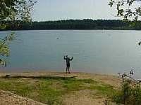 jedno z jezer z komlexu Suchdolských pískoven,od chalupy je coby kamenem dohodil