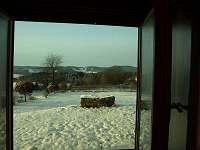 Pohled na Kramolín z okna chalupy