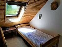 Ložnice u schodů - pronájem chaty Hůrky u Lišova