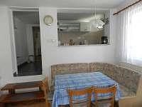 jídelní kout k bytu č.1 - chalupa ubytování Velký Ratmírov