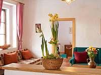 obývací pokoj a velikonoční dekorace