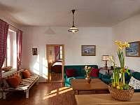 obývací pokoj a velká ložnice