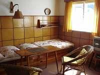 obývací místnost s postelemi