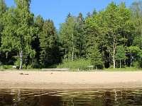 Pláž v zátoce 200m od chaty