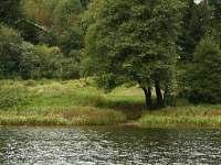pobřeží Komorníka v okolí chaty
