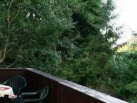 pohled z verandy směrem na rybník