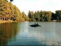 rybník Amerika, kde klienti zdarma bez povolenky rybaří - Kunžak