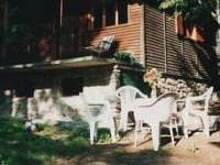 zahradní nábytek k dispozici