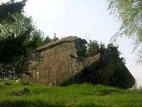 200 m od chaty odstřelený bunkr Řopík
