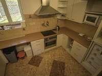 kuchyně v přízemí - pronájem chalupy Jilem