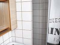 sprchový kout - chalupa k pronajmutí Plavsko