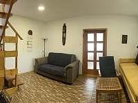 obývací pokoj - chalupa k pronájmu Novosedly nad nežárkou