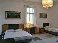 Ložnice č.2 v přízemí, 4 osoby - 1x dvoulůžko 160cm, 2x jednolůžko - pronájem chalupy Bavorov