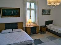 Ložnice č.2 v přízemí, 4 osoby - 1x dvoulůžko 160cm, 2x jednolůžko - Bavorov
