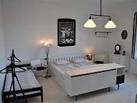 Ložnice č. 3 v patře, 4 osoby, 1xdvoulůžko 180cm, 2x jednolůžko - Bavorov