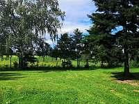 Zahrada za domem - chalupa k pronájmu Bavorov