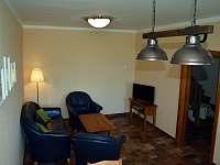 Apartmán, obývací část - ubytování Dubí Hora