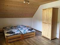 1. Loznice v podkrovi - chata ubytování Frymburk - Kovářov