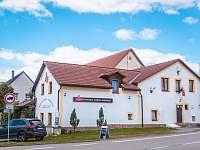 Boční pohled restaurace-penzion Samorost - Jarošov nad Nežárkou