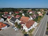 Pohled z dronu - ubytování Jarošov nad Nežárkou