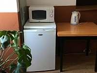 Společné zařízení v hale pro ubytované hosty - Jarošov nad Nežárkou