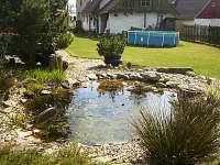 Zahrada-severní pohled,jezírko,bazén