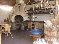 Zastřešená pergola-krb,hi-fi,slouží jako společenská místnost, možnost grilování