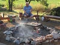 ohniště s gril. kamenem
