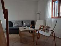 Obývací místnost - chata k pronajmutí Větřní