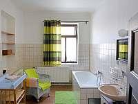 Koupelna - přízemí - pronájem chalupy Slavče