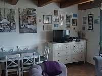 Obývací pokoj - rekreační dům k pronajmutí Frymburk