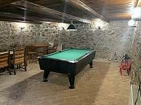 místnost s kulečníkem a saunou