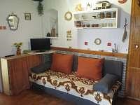 obývací pokoj s lůžkem