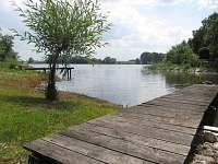 pohled od chaty na rybník (Velký Hatín)