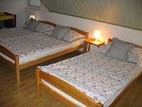 Ložnice v podkroví pro 3 + dětská postýlka - pronájem apartmánu Frymburk