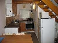 Vybavená kuchyň - apartmán k pronájmu Frymburk