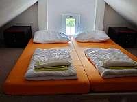 Malá ložnička v podkroví s dvoulůžkem vhodné pro děti - Planá nad Lužnicí