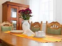 jídelní stůl v přízemí - Kardašova Řečice