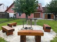 Ohniště na zadní zahradě - Nová Včelnice