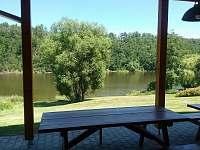 Pohled na řeku z terasy - chata k pronajmutí Albrechtice nad Vltavou - Újezd
