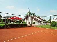 Ubytování s tenisem - pronájem apartmánu Jindřichův Hradec - Otín