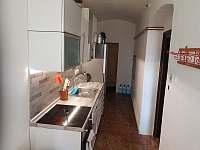 Tvrz Čepřovice, kuchyně - chalupa k pronájmu