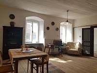 Tvrz Čepřovice, pokoj s pecí - chalupa ubytování Čepřovice