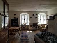 Tvrz Čepřovice, pokoj s pecí - chalupa k pronájmu