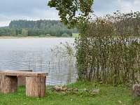 Ohniště s výhledem na rybník