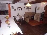 jídelna - společenská místnost - chalupa ubytování Černovice u Tábora
